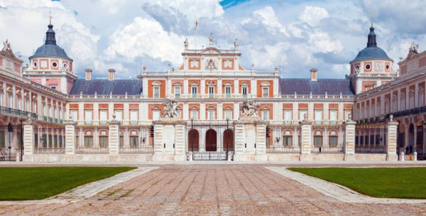 visit the palace of madrid