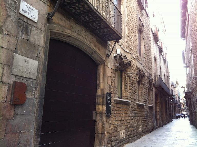calle montcada   barcelona