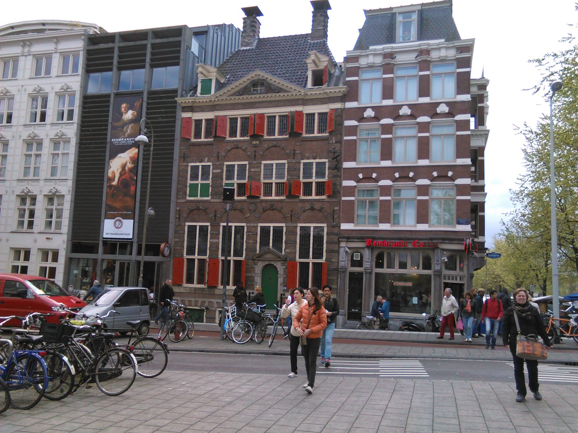 Airport AMS Schiphol pickup and drop off in Amsterdam at the best price