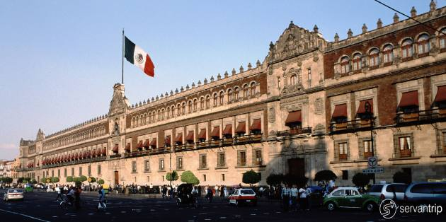 a walking tour in mexico city